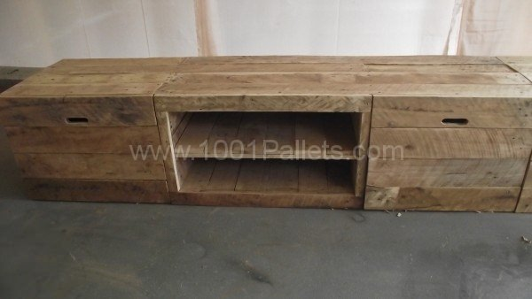 1001pallets.com-long-design-pallet-tv-stand-5-600x338